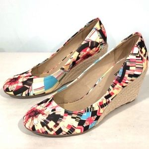 Kenneth Cole Unlisted wedges